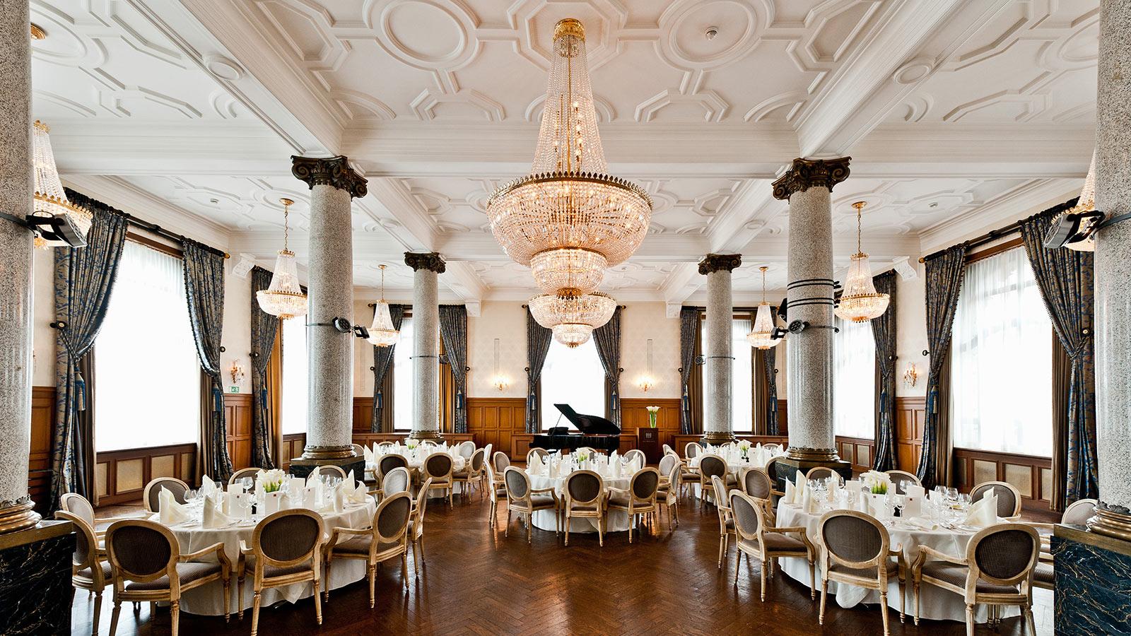 Salle belle epoque grand hotel les trois rois basel for Salle de bain belle epoque